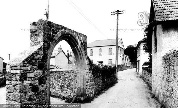 Photo of Bovey Tracey, Cromwell Arch 1925