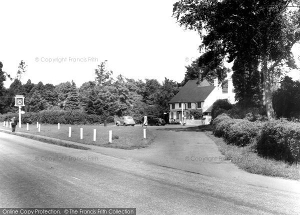 Photo of Bracknell, the Horse and Groom c1955