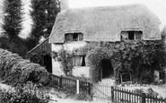 Brading, Little Jane's Cottage c.1900