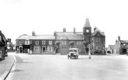 Brandon, Market Place And School 1925