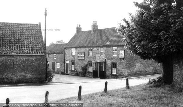 Brantingham, Triton Inn  c.1955