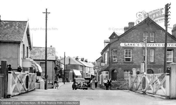 Braunton, The Level Crossing And Caen Street c.1950
