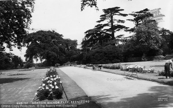 Brentford, Boston Manor Park c.1955