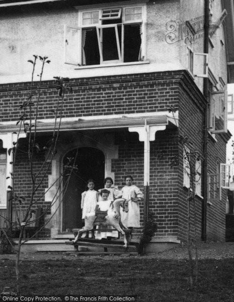 Brentwood, Patients At The Children's Convalescent Home 1904