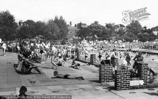 Photo of Brentwood, Swimming Pool c1955