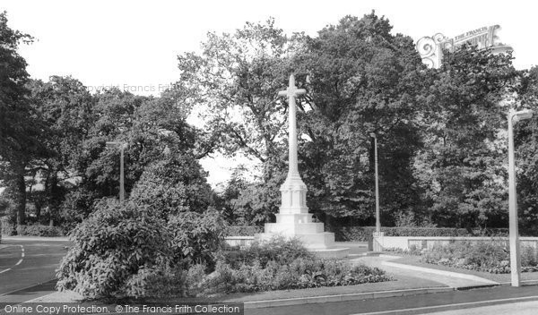 Brentwood, The Memorial c.1960
