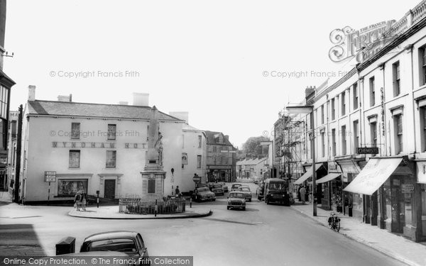 Bridgend, Dunraven Place And Memorial c.1960