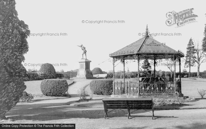 Bridgnorth, Cenotaph And Castle Grounds c.1966