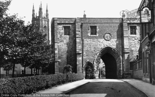 Bridlington, Gateway And Priory Tower 1932