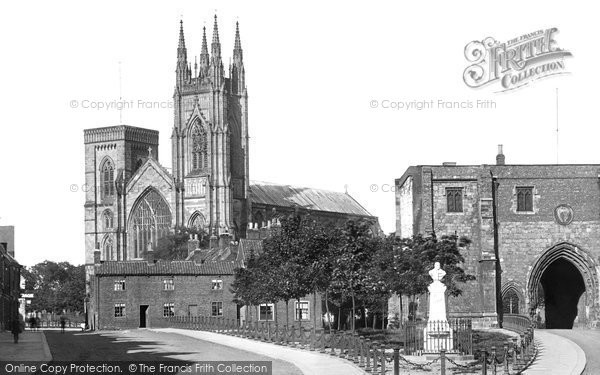 Photo of Bridlington, Priory Church and Bayle Gate 1923