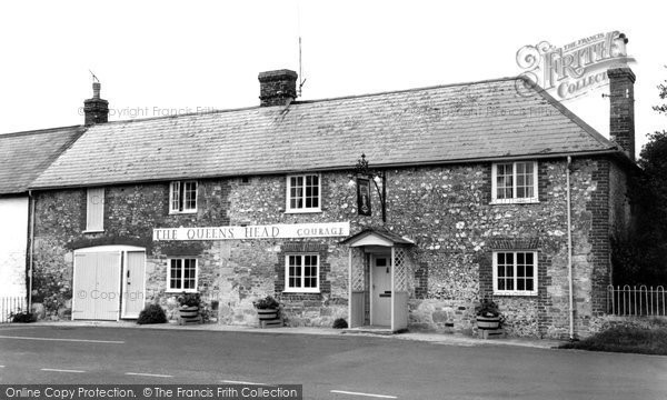 Broad Chalke, The Queens Head c.1955