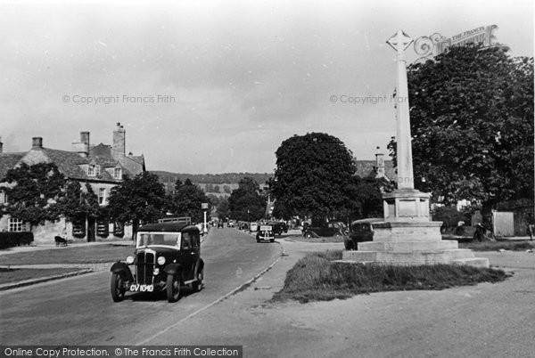 Broadway, The War Memorial c.1955