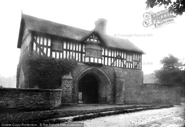 Bromfield, Gatehouse 1924