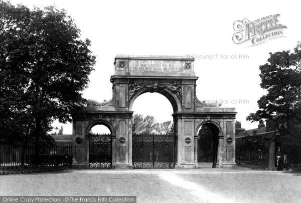 Brompton, Crimean Memorial Arch 1894