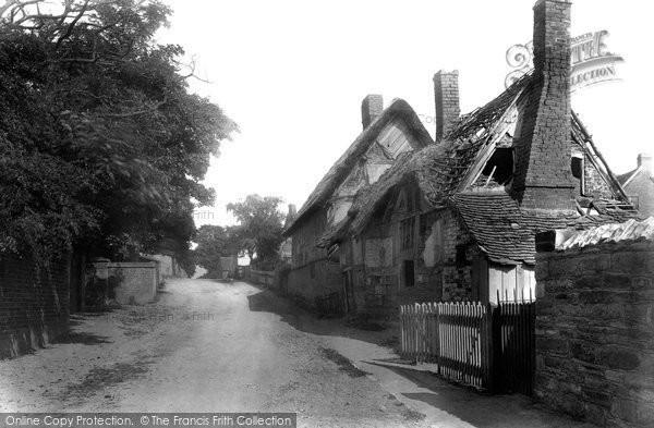 Broom, The Village 1901