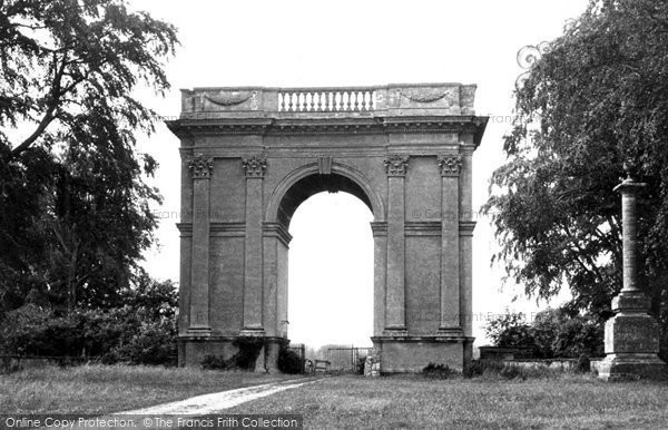 Buckingham, Corinthan Arch, Stowe Avenue c.1950