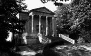 Buckingham, Queen's Temple, Stowe School 1967
