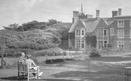 Bude, A Couple At Efford Down Hotel 1935