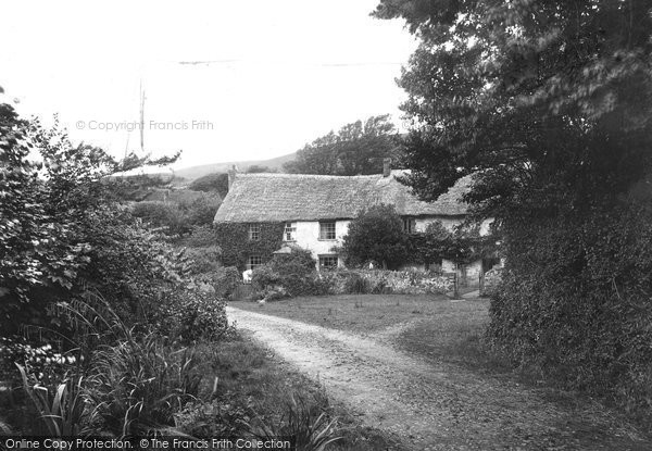 Bude, Hawkers Cottage Coombe Valley 1920