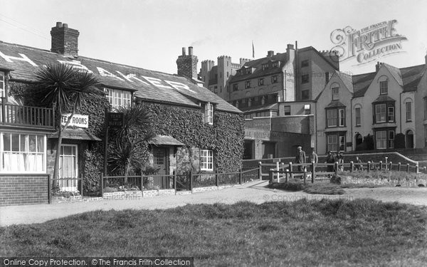 Bude, Leven Cottage And Footbridge c.1933