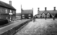 Bunbury, Village and The Dysart Arms c1960