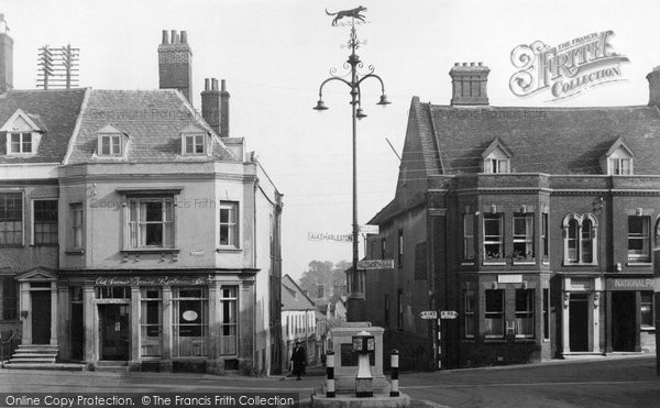 Bungay, Market Place And The Black Dog Of Bungay c.1960