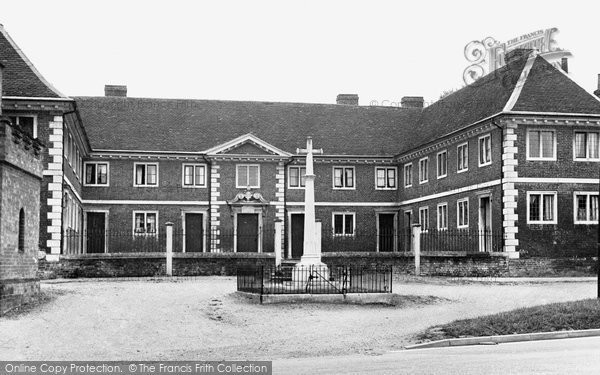 Buntingford, War Memorial And Old Almshouses c.1955