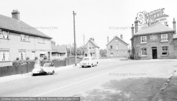 Burnham On Crouch, High Street And The Victoria Inn c.1960