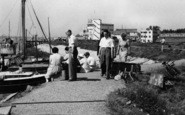 Burnham-on-Crouch, People At The Quay c.1955