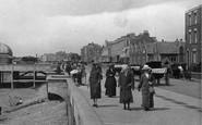 Burnham-On-Sea, Women, The Promenade 1913