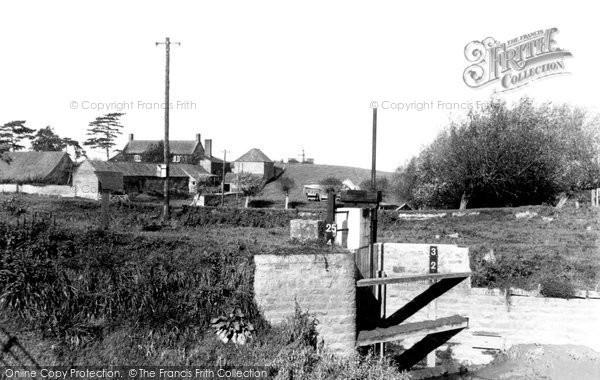 Burrowbridge, King Alfred's Monument c.1960
