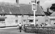 Burton Bradstock, Three Horseshoes Inn 1960