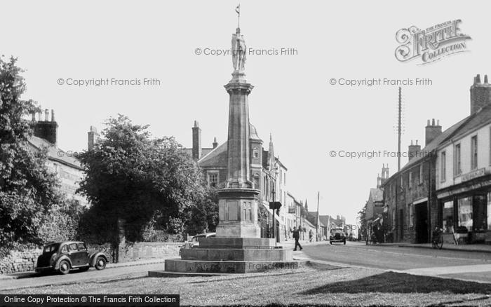Burton Latimer, War Memorial And High Street c.1955