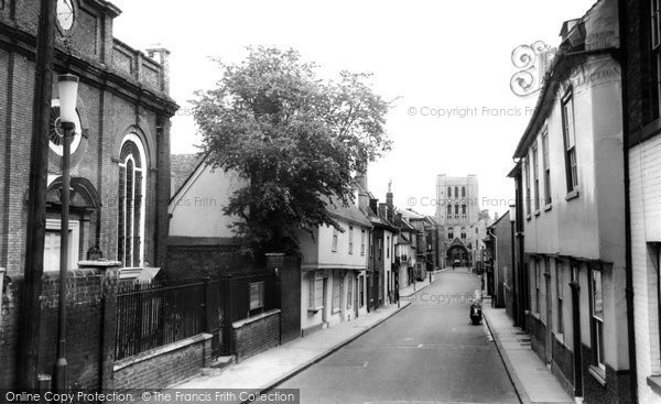 Bury St Edmunds, Churchgate Street c.1965
