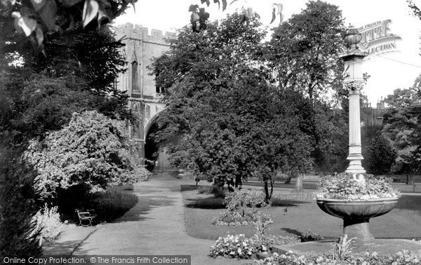 Bury St Edmunds, The Sundial And Abbey Gate c.1955