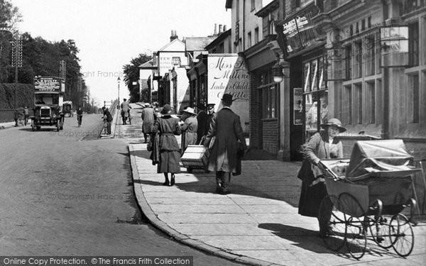 Camberley, Pram In London Road 1919