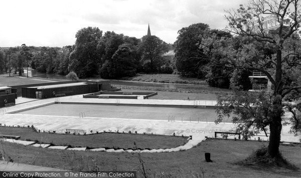 Chippenham, Monkton Park Swimming Pool c.1960