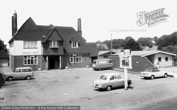 Cowplain, The Spotted Cow c.1965