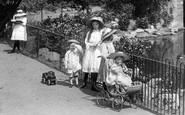 Darlington, Children In North Lodge Park 1911