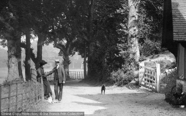 Farnham  Couple In Moor Park 1906