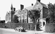 Photo of Horsham, Collyer's School c1930
