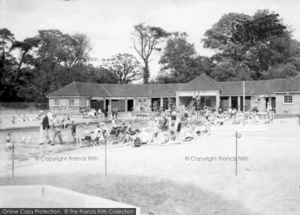 Horsham park swimming pool 1934 francis frith - Washington park swimming pool milwaukee ...