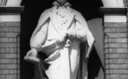Hucknall, Byron Statue c.1965