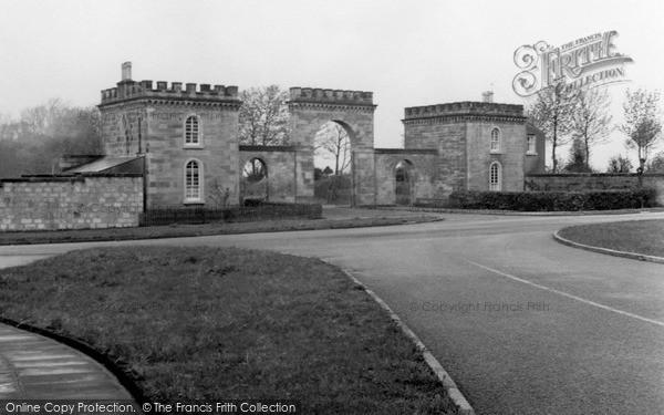 Irvine eglinton castle entrance 1958 francis frith for 17 eglinton terrace ayr