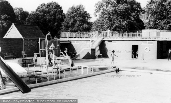 kenilworth swimming pool