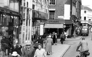 Kettering, People in the High Street c1960