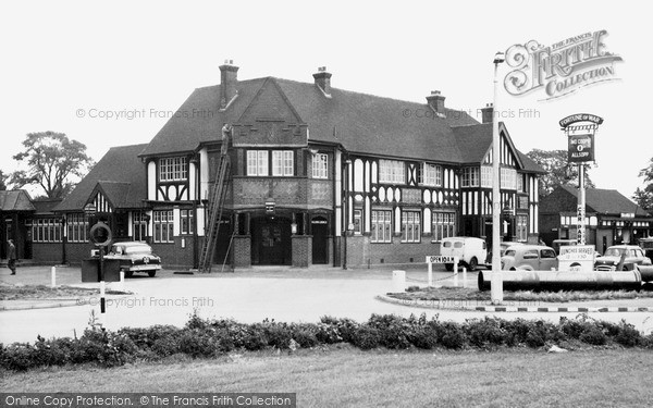 Laindon, The Fortune Of War Hotel c.1960
