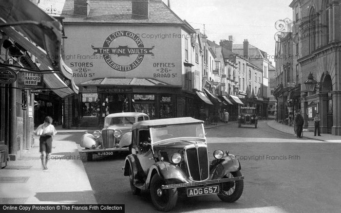 leominster-car-in-the-high-street-1936_87371x.jpg