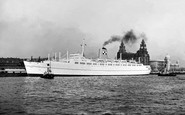 Liverpool, the 'Empress of England' leaving Liverpool c1958