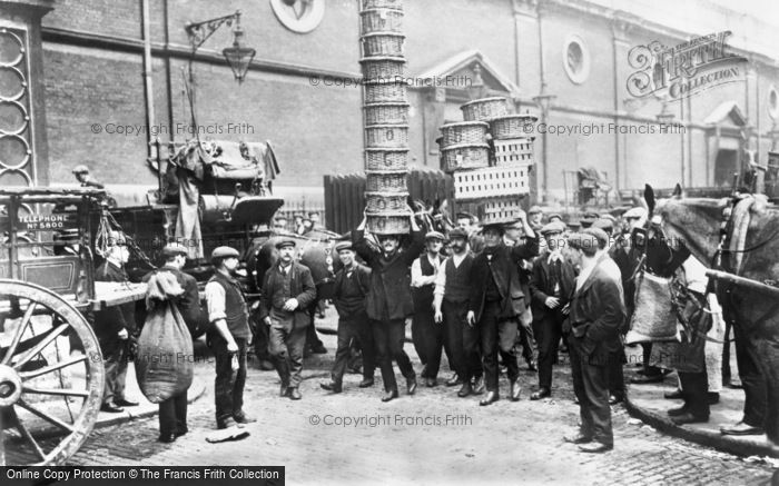 London, Market Porters at Covent Garden 1900